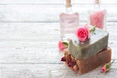 Spa uppsättning med handgjord tvål Arkivfoton