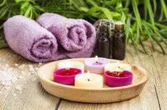 Spa Velas perfumadas, aceite esencial y toallas Imagen de archivo