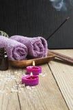 Spa Velas perfumadas, aceite esencial y toallas imagen de archivo libre de regalías