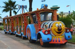 Spaß-Zug-sich fortbewegende Fahrt Stockbild