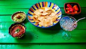 Spaanders en salsa met een margaritta stock fotografie