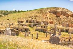 Spaans dorp met traditionele wijnmakerijen Baltanà ¡ s, Castilla en Leon, Spanje royalty-vrije stock foto's