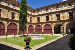 Spaans terras. Het museumbinnenplaats van Leon stock afbeeldingen