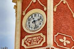 Spaans torendetail met klok Stock Afbeeldingen