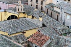 Spaanse huizen en daken met tegels stock foto
