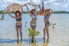 Spaanse Modellen bij het Strand royalty-vrije stock fotografie