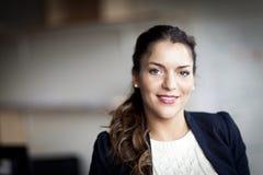 Spaanse Onderneemster Smiling At de Camera royalty-vrije stock foto