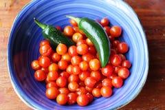 Spaanse peper en tomaten voor het maken van Mexicaanse saus Royalty-vrije Stock Afbeelding