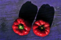 Spaanse peper op een violette bank Stock Foto