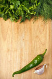 Spaanse peper, peterselie en knoflook op de houten achtergrond Stock Fotografie