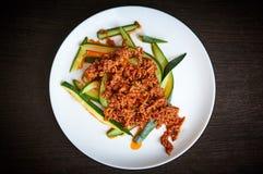 Spaanse peperpeper op een salade Royalty-vrije Stock Afbeeldingen