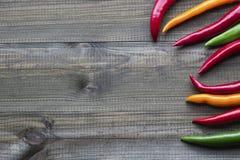 Spaanse peperpeper op houten lijst Selectieve nadruk Royalty-vrije Stock Afbeelding