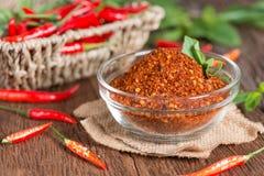 Spaanse peperpoeder en rode Spaanse peperpeper Stock Afbeeldingen