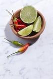 Spaanse pepers en Kalk Royalty-vrije Stock Afbeeldingen