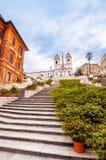 Spaanse Stappen bij Piazza Di Spagna en Trinita-de kerk van deimonti royalty-vrije stock fotografie