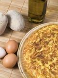 Spaanse tortilla met eieren, olijfolie en aardappels Royalty-vrije Stock Foto's