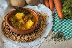 Spaanse typische hutspotschotel stock foto's