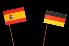 Spaanse vlag met Duitse vlag op zwarte stock afbeelding