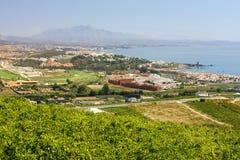 Spaanse wijngaarden die Duquesa Manilva overzien door aan Marbell royalty-vrije stock foto