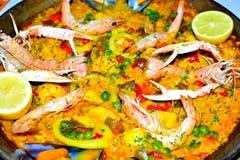 Spaanse zeevruchtenpaella in pan dichte omhooggaand Royalty-vrije Stock Afbeelding