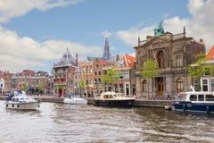 Spaarnerivier en dijk van Haarlem stock fotografie