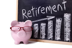 Spaarvarken met de grafiek van pensioneringsbesparingen Royalty-vrije Stock Fotografie