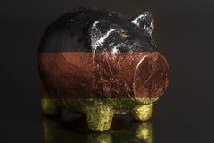 Spaarvarken met Duitse vlag stock foto