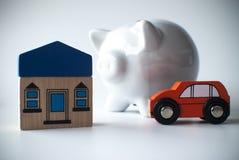 Spaarvarken met huis en auto Stock Foto