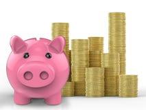 Spaarvarken met stapel gouden muntstukken Stock Foto