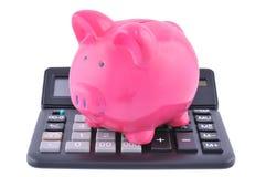 Spaarvarken op een calculator Royalty-vrije Stock Foto's