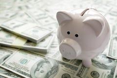 Spaarvarken op geldconcept voor bedrijfsfinanciën, investering en Royalty-vrije Stock Afbeeldingen