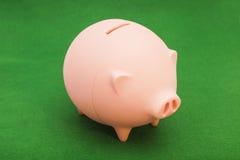 Spaarvarken op groen Royalty-vrije Stock Foto