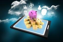 Spaarvarken op met een tabletpc Royalty-vrije Stock Afbeeldingen