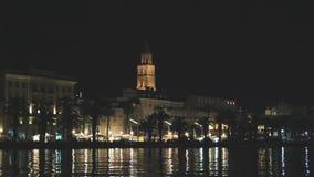 Spaccatura in Croazia alla notte video d archivio