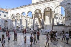 Spaccatura, Dalmazia, Croazia, Europa, il peristilio del palazzo diocletian Fotografia Stock