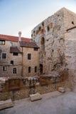 Spaccatura. Vecchi città e palazzo di Diocletians di rovine Immagini Stock