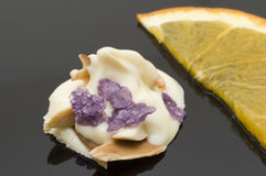 Spaccature della mandorla in cioccolato bianco II Fotografia Stock Libera da Diritti