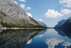 Spacco del diavolo nel lago Minnewanka, Banff, Canada fotografia stock