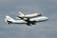 Space Shuttle Discovery. Atop NASA's Boeing 747, landing at Washington Dulles International Airport Stock Images