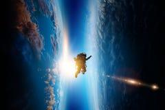 Spaceman και πλανήτης, ανθρώπινοι στη διαστημική έννοια στοκ εικόνα