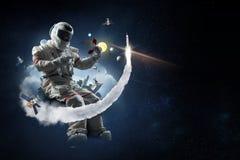 Spaceman και το αφηρημένο θέμα πλανήτη Γη στοκ εικόνες