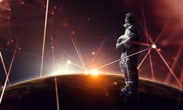 Spaceman και το αφηρημένο θέμα πλανήτη Γη στοκ εικόνα με δικαίωμα ελεύθερης χρήσης