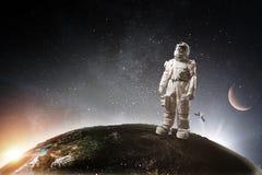 Spaceman και το αφηρημένο θέμα πλανήτη Γη στοκ φωτογραφίες με δικαίωμα ελεύθερης χρήσης