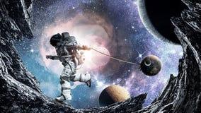 Spaceman κλέβει τον πλανήτη Μικτά μέσα διανυσματική απεικόνιση