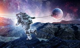 Spaceman κλέβει τον πλανήτη Μικτά μέσα ελεύθερη απεικόνιση δικαιώματος