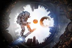 Spaceman στον πετώντας πίνακα Μικτά μέσα ελεύθερη απεικόνιση δικαιώματος