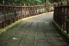 Spacerów Dzwonów Footpath halna świątynia Bell dźwięk wita bóstwo i rozwiewa zło Dzwony symbolizują mądrość i współczucie który, obraz stock