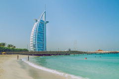 Spacer przez hotelu w Dubaj 03 11 2015 Wielki hotel Zdjęcia Royalty Free