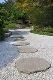 Spacer przez Japońskiego ogródu Zdjęcie Stock