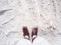 Spacer wzdłuż ścieżki wzdłuż bielu marmuru ścieżki Obrazy Stock